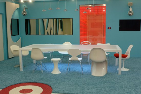 Big brother 8 uk for Retro dining room decorating ideas